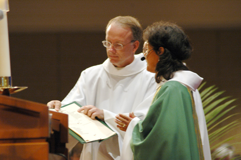 Pr. Patricia Tunches Muran (Santa Maria, Calif.), presiding minister at Friday's worship