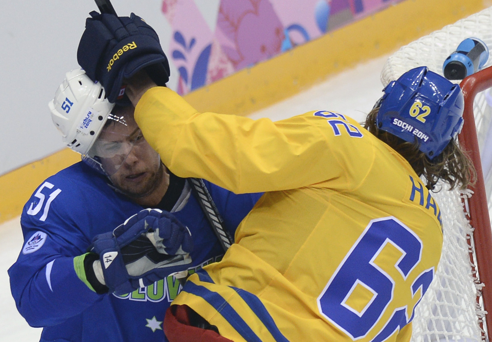 . Slovenia\'s Mitja Robar (L) vies with Sweden\'s Carl Hagelin during the Men\'s Ice Hockey Quarterfinals Sweden vs Slovenia at the Bolshoy Ice Dome during the Sochi Winter Olympics on February 19, 2014.  (ALEXANDER NEMENOV/AFP/Getty Images)