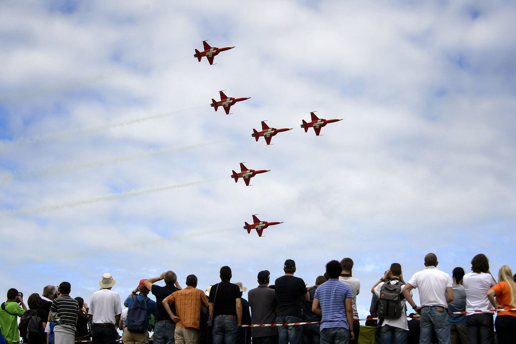 ". Fighter jets of the ""Patrouille Suisse\"" (Swiss patrol) perform during the first day of AIR14 airshow on August 30, 2014 in Payerne, western Switzerland.  AFP PHOTO / FABRICE COFFRINI/AFP/Getty Images"