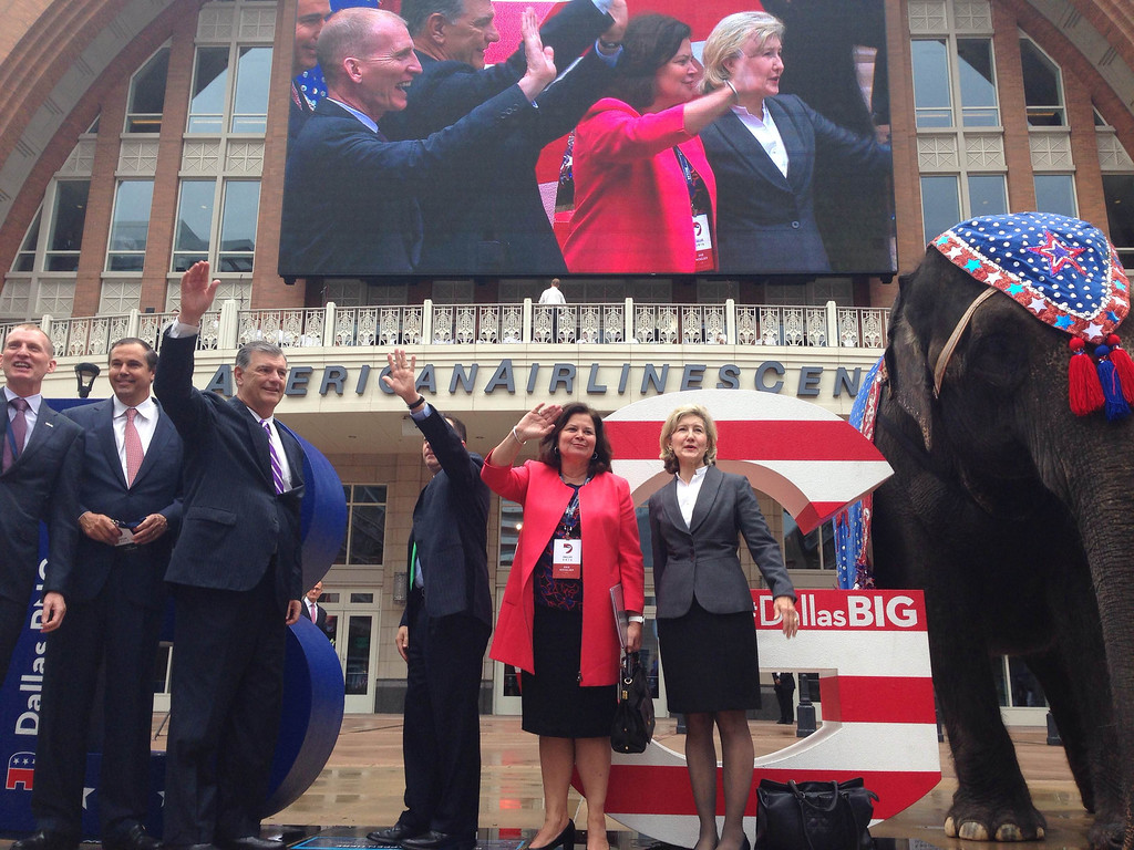 . (From left) Phillip Jones, President and CEO of the Dallas Convention & Visitors Bureau, Ray Washburne, RNC Finance Chairman, Dallas Mayor Mike Rawlings, Enid Mickelsen, RNC site committee chairwoman and former U.S. Senator Kay Bailey Hutchison, wave to the crowd at American Airlines Center, Thursday, June 12, 2014. (Louis DeLuca/Staff Photographer)