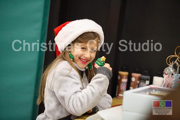 12/03/16 Santa Shop Candids