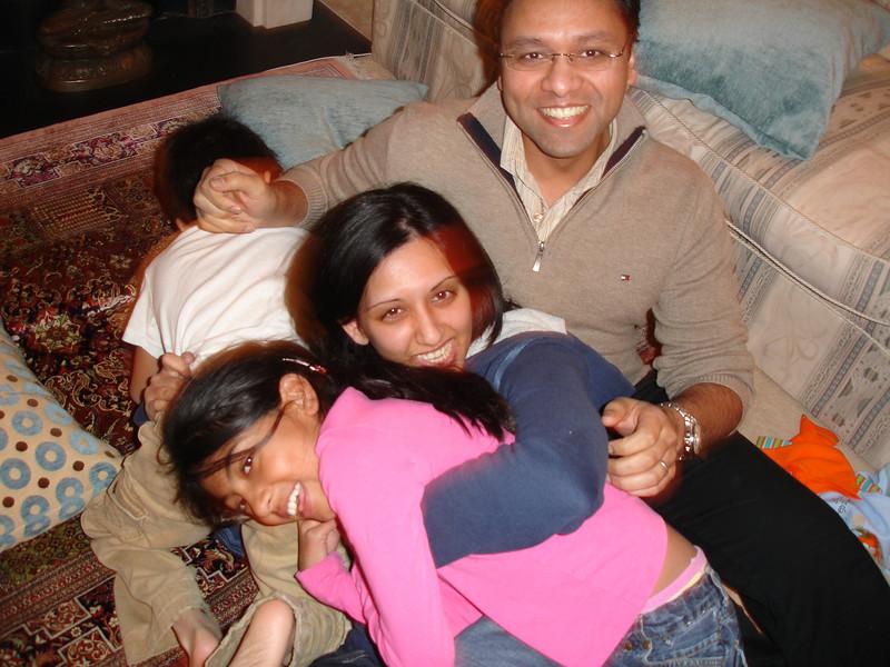 swati and kids in London 2008 111.JPG