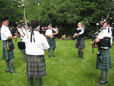 Pipers,  Glengael Pipes & Drums
