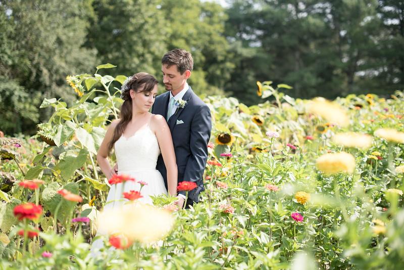bride-groom-flowers-field (12 of 21).jpg