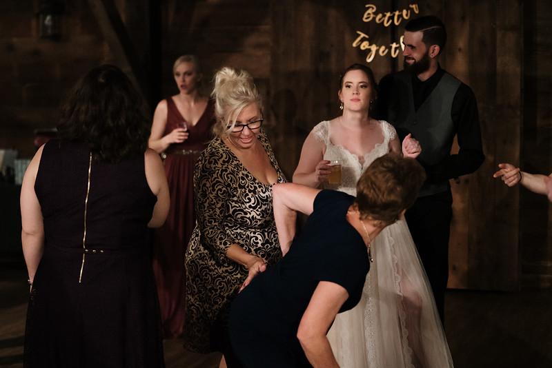 rustic_ohio__fall_barn_wedding-473.jpg