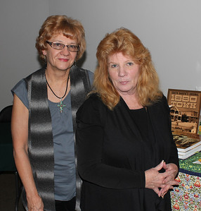 Jan Cerney (left) and LCHS president Jeannine Guern at right.