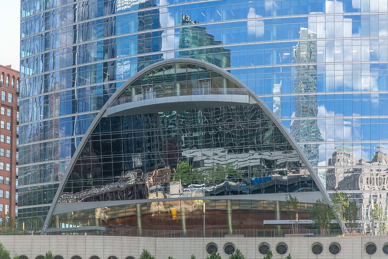 DA040,DT,ArchReflections-WestLakeBlvd_Chicago_Illinois.jpg