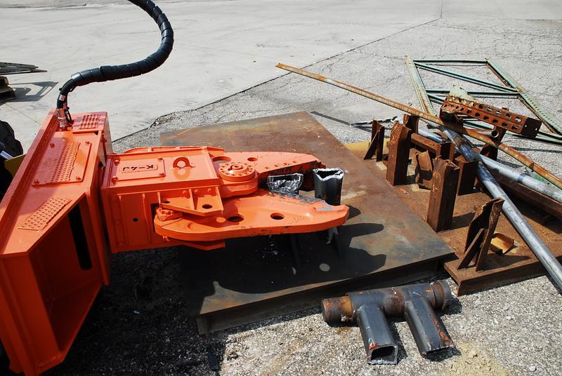 NPK K4JR demolition shear on Deere skid steer  (40).JPG