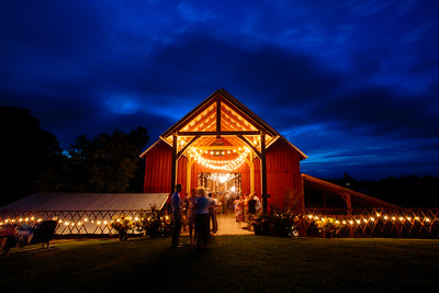The stunning barn at Bliss Ridge was the perfect setting for @shellsskivt and @j.severinghaus wedding reception.