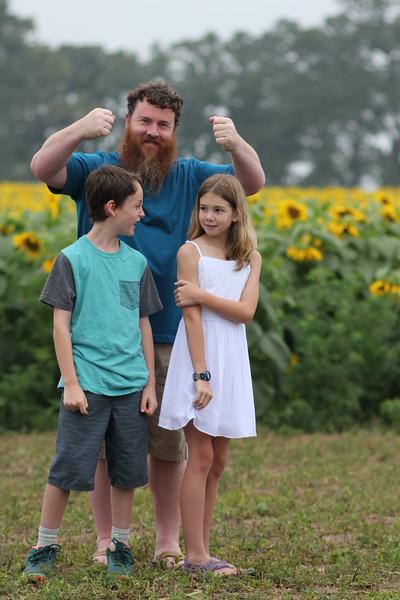 FamilySunflowers_ 155.jpg