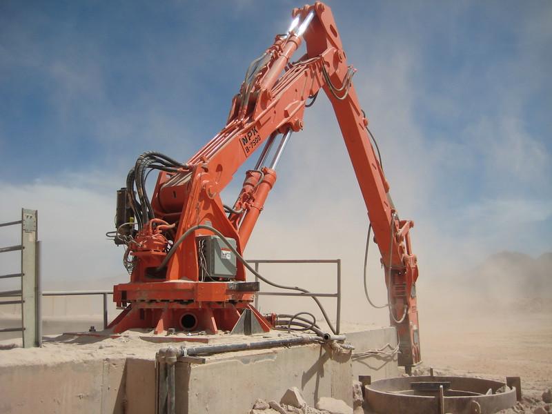 NPK B7500 pedestal boom system with GH10 hydraulic hammer-rock breaking (2).jpg