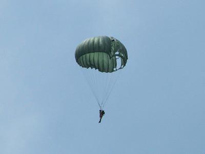2013-05-Warbirds-VA-Beach-Paratroopers