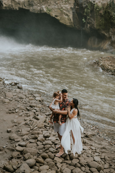 VTV_family_photoshoot_with_waterfall_Bali (33).jpg