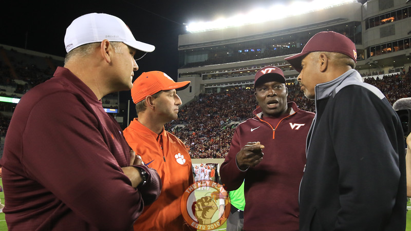 (L-R) Justin Fuente, Dabo Swinney, Bruce Smith, and Dell Curry have a few words at midfield as the teams warm up in Lane before kickoff. (Mark Umansky/TheKeyPlay.com)