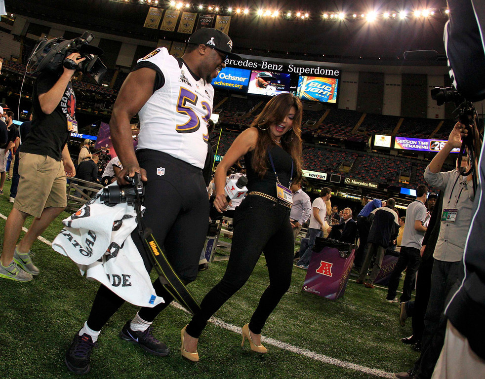 . Baltimore Ravens linebacker Adrian Hamilton dances with Telemundo reporter Mireya Grisales during Media Day for the NFL\'s Super Bowl XLVII in New Orleans, Louisiana January 29, 2013. The San Francisco 49ers will meet the Ravens in the game on February 3. REUTERS/Sean Gardner