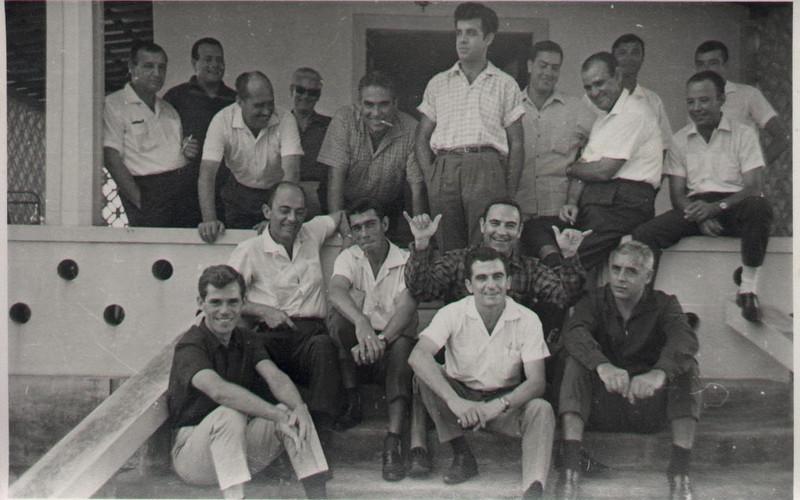 Luxilo - casa de Souza Machado 1965 ou 66 Souza Machado,?, eng. Larangeira, Ramos, Chico Pires, Dias Mendes, Fontes, Jorge Costa, Venancio, Neto,...