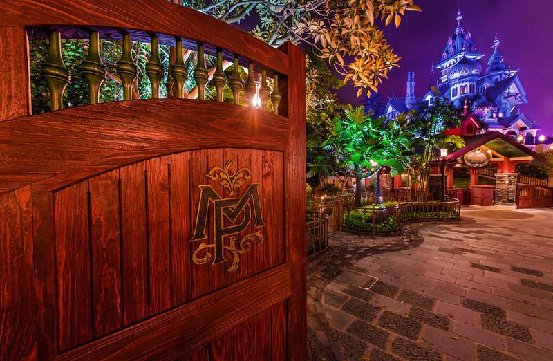 mystic-manor-hong-kong-disneyland-gate-night.jpg