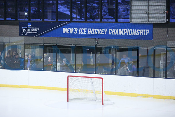 Men's Ice Hockey at Hobart NCAA Rd. 1, Photos by Ben Gajewski
