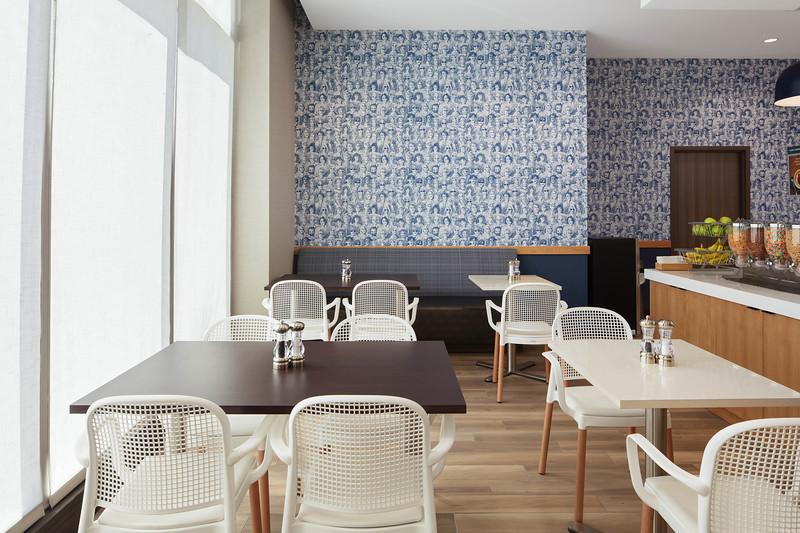 57- breakfast buffet dining room-2.jpg