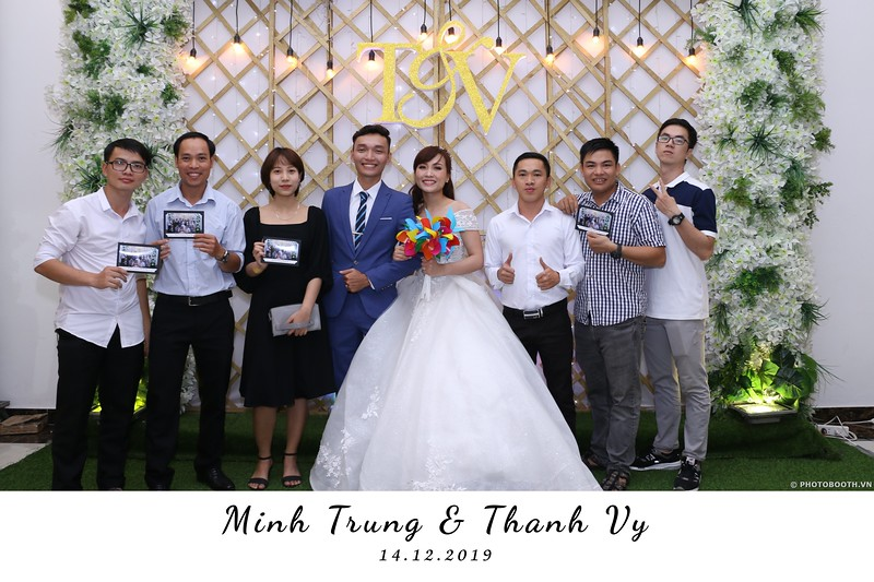 Trung-Vy-wedding-instant-print-photo-booth-Chup-anh-in-hinh-lay-lien-Tiec-cuoi-WefieBox-Photobooth-Vietnam-023.jpg