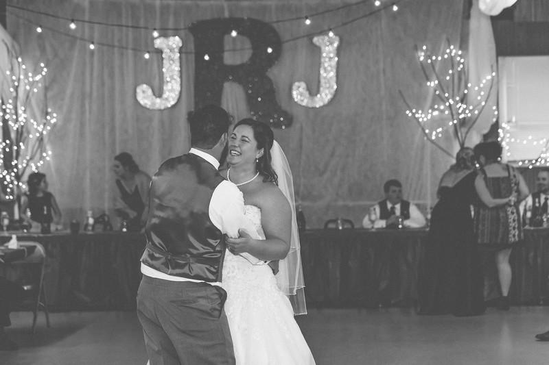 Jenny&Jeremy_0464-BW.jpg