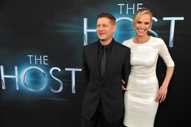 """. Andrew Niccol, writer/director of \""""The Host,\"""" poses with his wife Rachel Roberts at the Los Angeles premiere of film at the ArcLight Hollywood on Tuesday, March 19, 2013 in Los Angeles. (Photo by Chris Pizzello/Invision/AP)"""