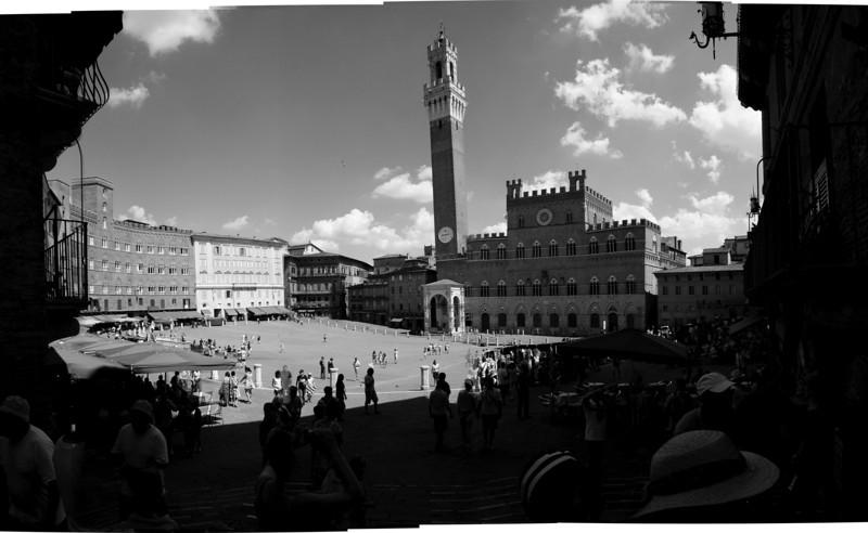 Siena courtyard B&W