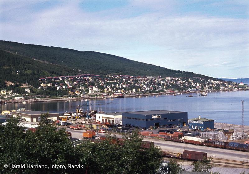Industriområde på Fagernes, med Skarvenesen helt ytterst.