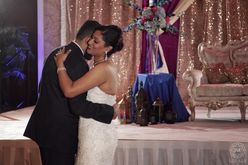 21-first-dance-jarstudio-wedding-photography.JPG