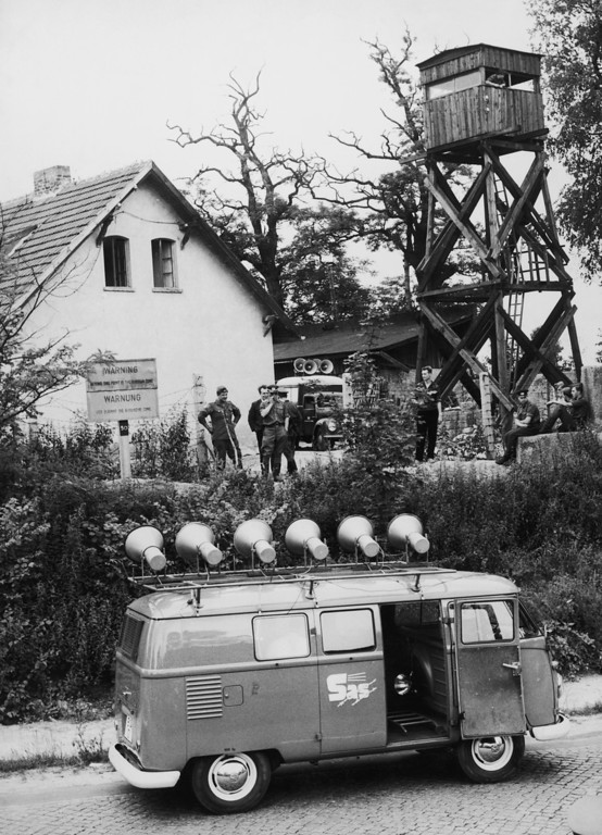. A loudspeaker van from the West Berlin organisation SAS (Studio am Stacheldraht or Studio at the Barbed Wire) arrives at the Berlin Wall where a new section is being built, 23rd July 1962. Shortly after this, an East German police car turned up, blasting music and Communist propaganda from its loudspeakers.  (Photo by Keystone/Hulton Archive/Getty Images)