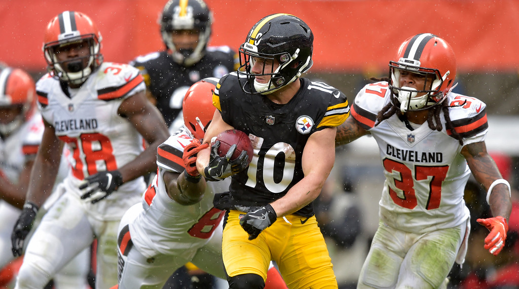 . Pittsburgh Steelers wide receiver Ryan Switzer (10) rushes during the first half of an NFL football game against the Cleveland Browns, Sunday, Sept. 9, 2018, in Cleveland. (AP Photo/David Richard)