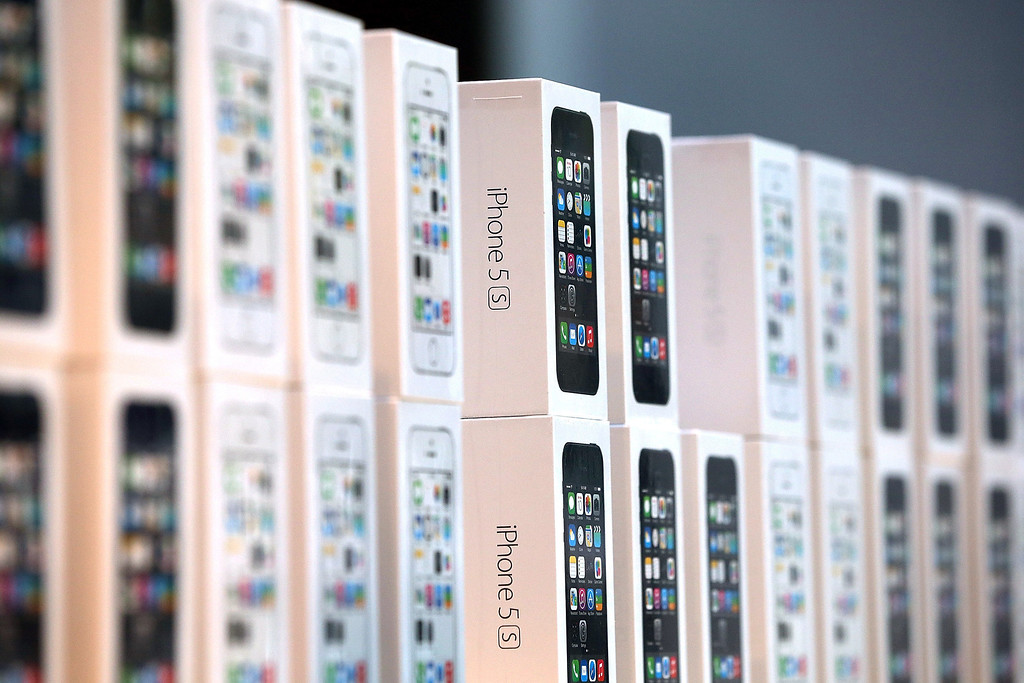 . Boxes of the new Apple iPhone 5S are displayed at an Apple Store on September 20, 2013 in Palo Alto, California.  (Photo by Justin Sullivan/Getty Images)
