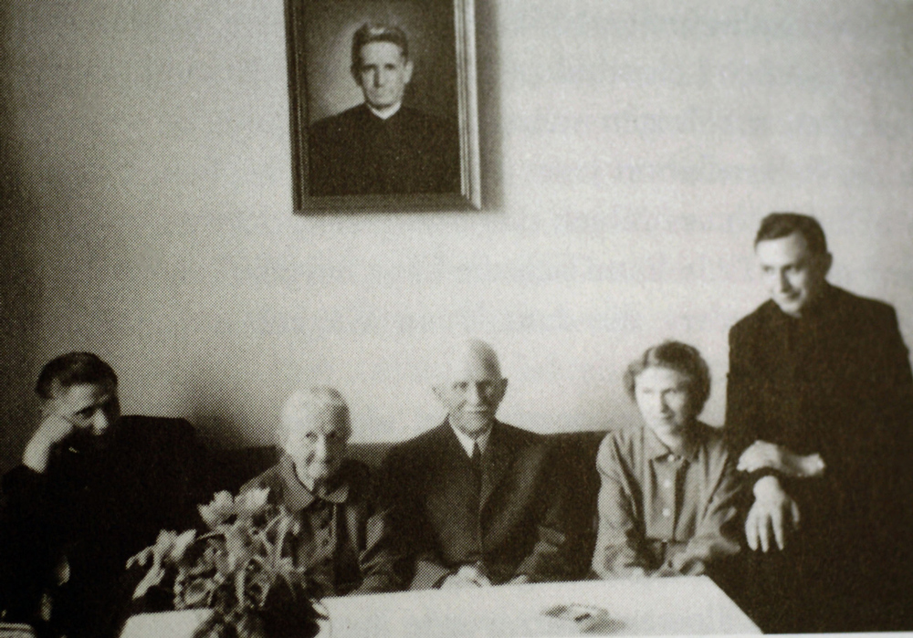 Description of . Pope Benedict XVI has announced that he is to resign on February 28, 2013. FREISING, GERMANY - 1959:  The Ratzinger family; Joseph Ratzinger (L-R), mother Maria, father Joseph, sister Maria and brother Georg, are shown prior to their departure from the Bavarian town of Freising in Spring 1959.  Cardinal Joseph Ratzinger was elected Pope April 19, 2005 and has taken the name Benedict XVI.  (Photo by German Catholic News Agency KNA via Getty Images)