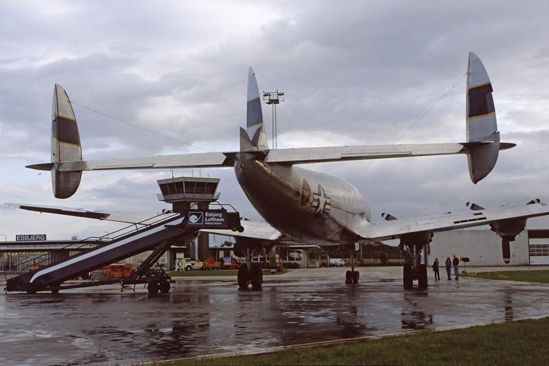 N494TW-LockheedC-121AConstellation-Private-EKEB-1998-08-31-FQ-22-KBVPCollection.jpg