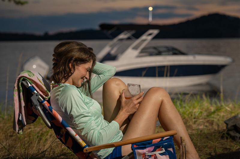 2021-SDX-270-Outboard-SDO270-lifestyle-woman-04549.jpg