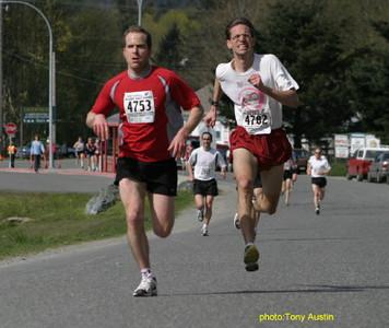 2004 Sooke River 10K - Bruce Schlatter unleashes his ferocious kick