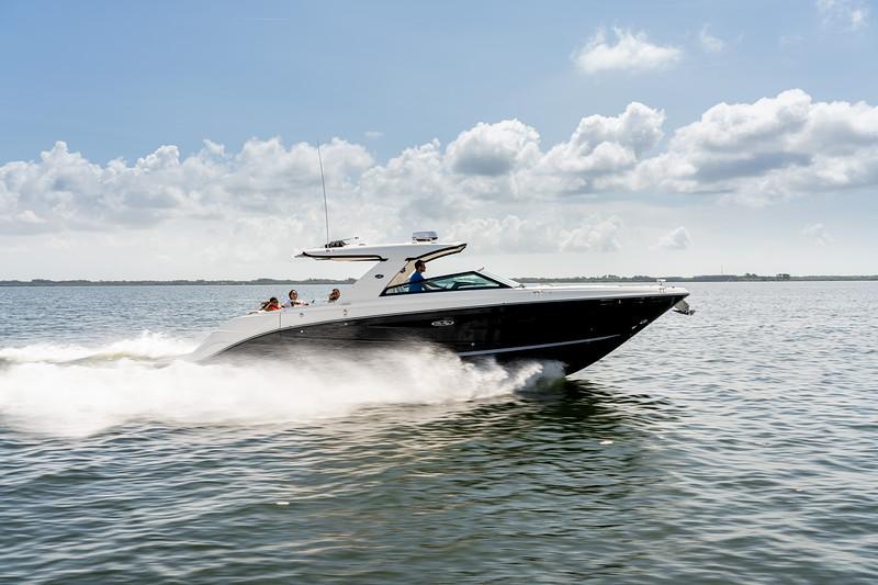 2021-SLX-400-SLX400-running-starboard-profile-04142.jpg