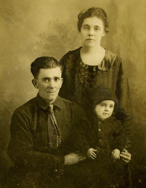 1922 Pete, Estella, Don.jpg