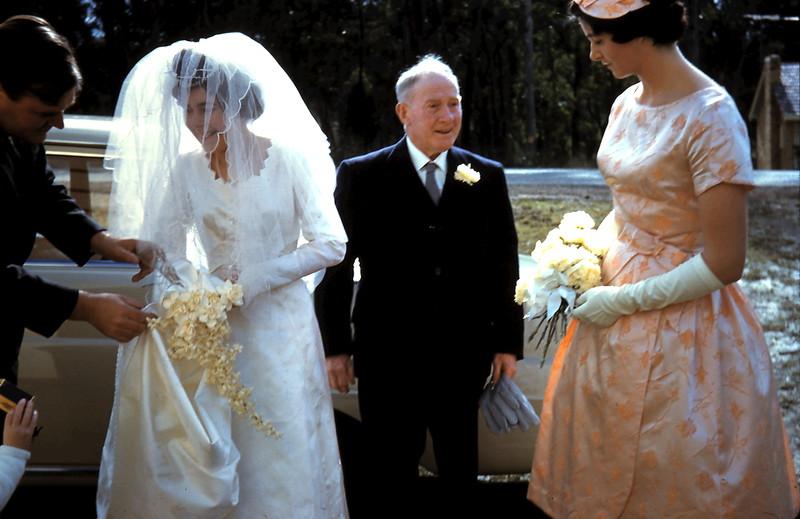 1961-8-19 (16) Adrian, Mary, Dad & Elaine.JPG