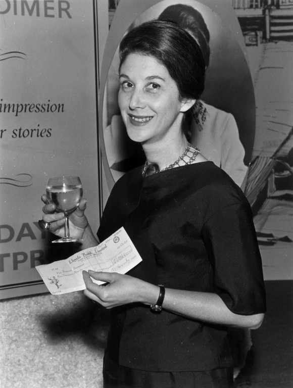 . Novelist Nadine Gordimer at a Savoy literary luncheon, holding a cheque from booksellers W H Smith for £1,000.   (Photo by Evening Standard/Getty Images)