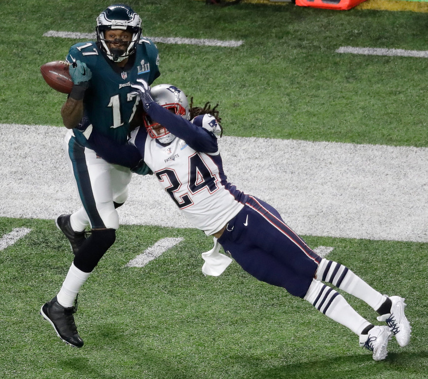 . New England Patriots cornerback Stephon Gilmore (24) breaks up a pass intended for Philadelphia Eagles wide receiver Alshon Jeffery during the first half of the NFL Super Bowl 52 football game Sunday, Feb. 4, 2018, in Minneapolis. The pass was later incepted by New England Patriots strong safety Duron Harmon. (AP Photo/Eric Gay)