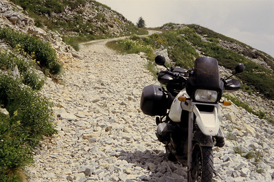 SG 4 Varaita Maira kamroute. Vuistgrote stenen waar het lijkt op je op drijfzand rijdt