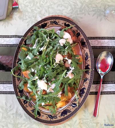 Sheet-Pan Chicken, Potatoes, Arugula & Joghurt