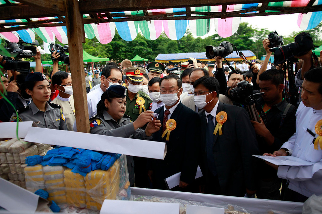 . Ambassadors check seized drugs before they are burnt and destroyed at an event to mark International Day against Drug Abuse and Illicit Trafficking outside Yangon June 26, 2013. The government destroyed $77 million worth of drugs in Yangon, Mandalay and Taunggyi. REUTERS/Soe Zeya Tun