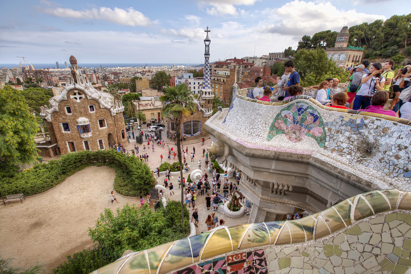 Gaudi-park-barcelona-crowded.jpg