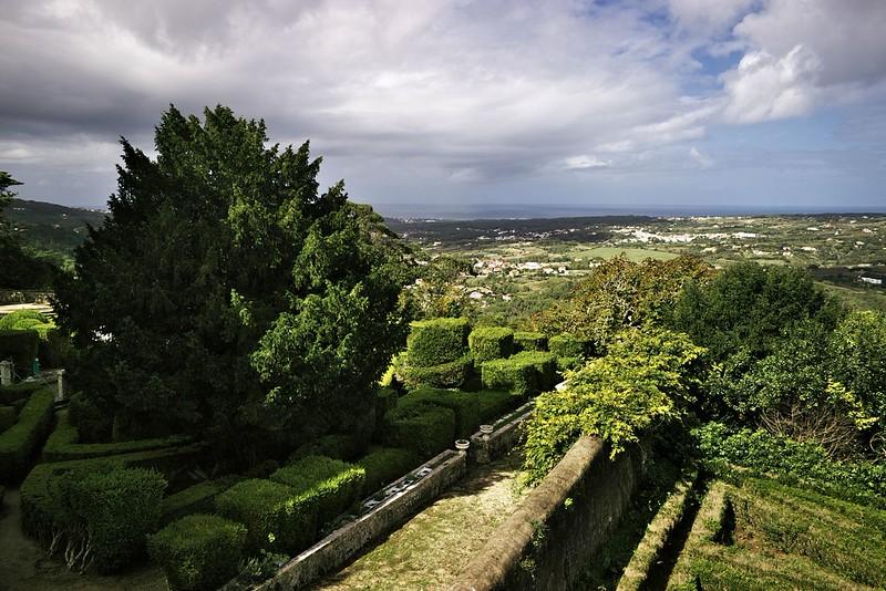 Z vyhlídky u Tivoli Palacio de Seteais v Sintře - západní pobřeží