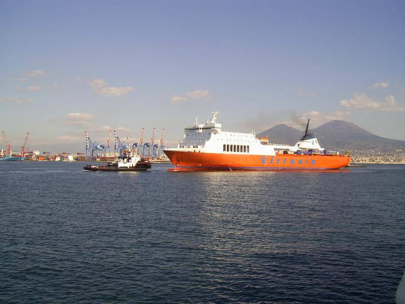 2010 - M/S PUGLIA arriving to Napoli.