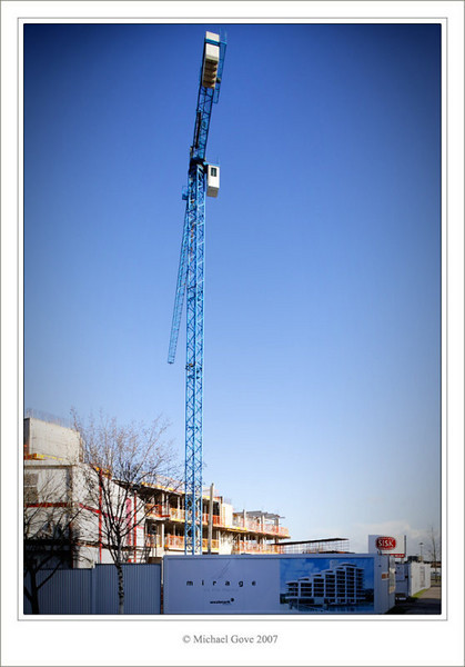 Crane building new apartments (73360463).jpg