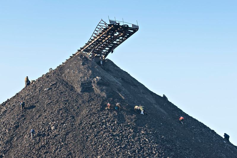 Coal pickers on disuesed tip near Fuli
