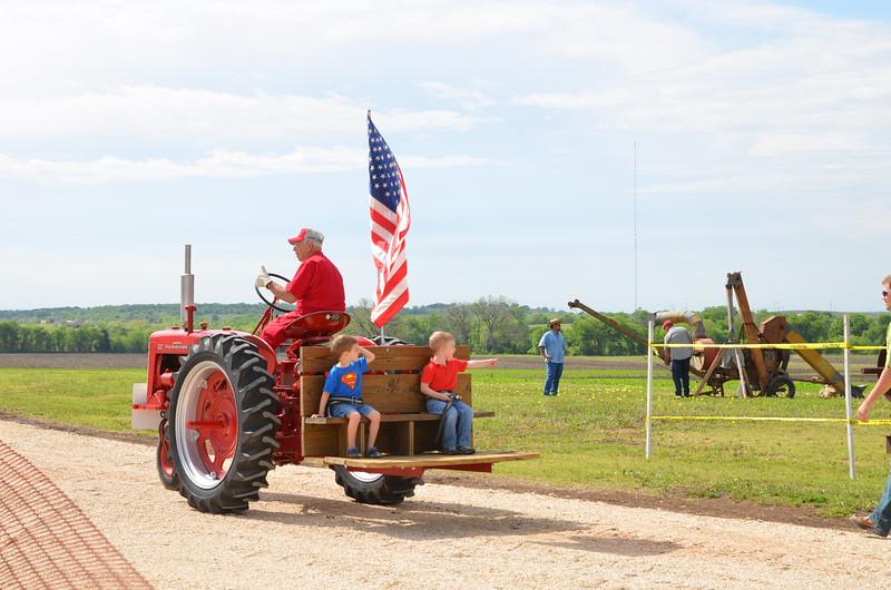 tractorcranking2016-0726.jpg